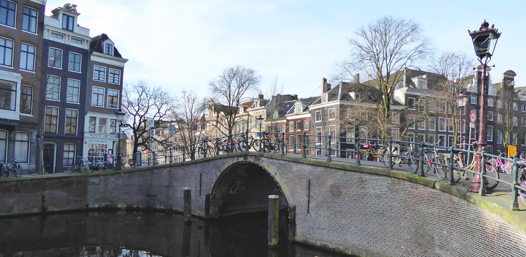 Canales de Ámsterdam, una forma de ver la ciudad desde una perspectiva especial.