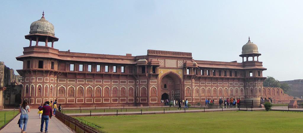 Vista exterior de Jahangiri Mahal, zenana principal del fuerte de Agra.