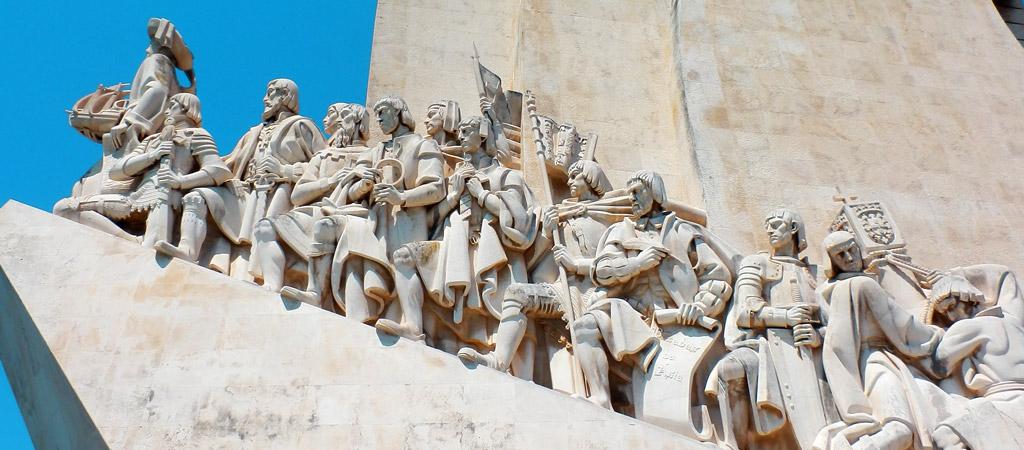 Detalle del monumento en su lado este del Monumento de los Descubrimientos