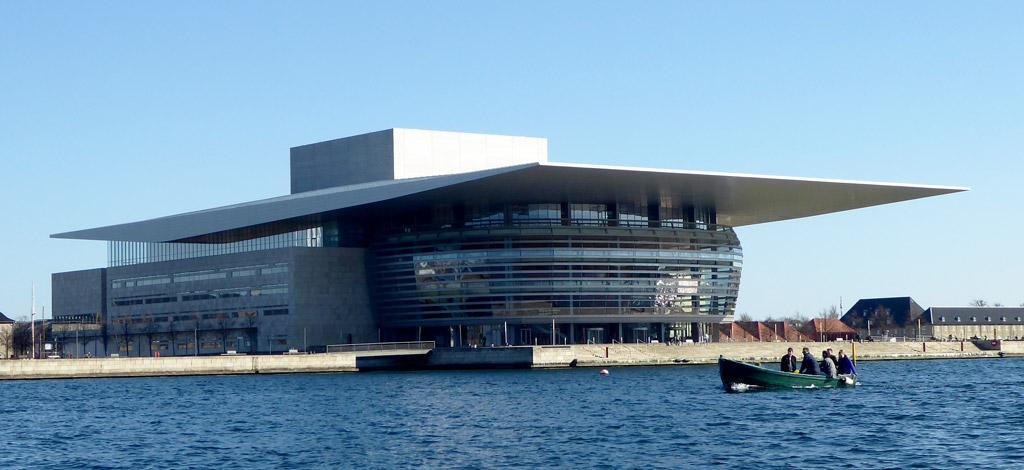 Vistas de la Opera House en Copenhague