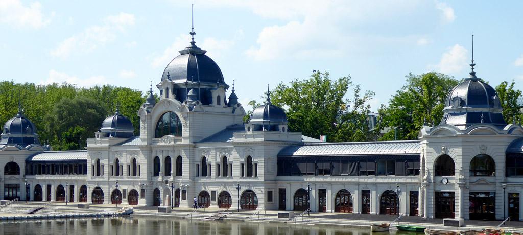 Oficina de turismo en el City Park de Budapest