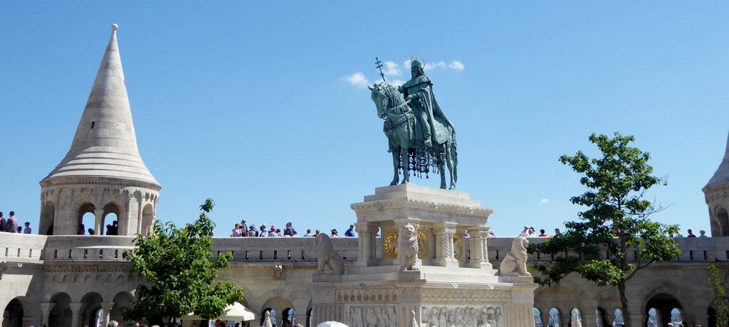 Estatua de San Esteban I en el Bastión de los Pescadores