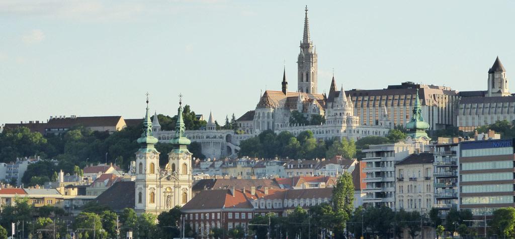 Vistas del Barrio del Castillo y de la Iglesia de Matías