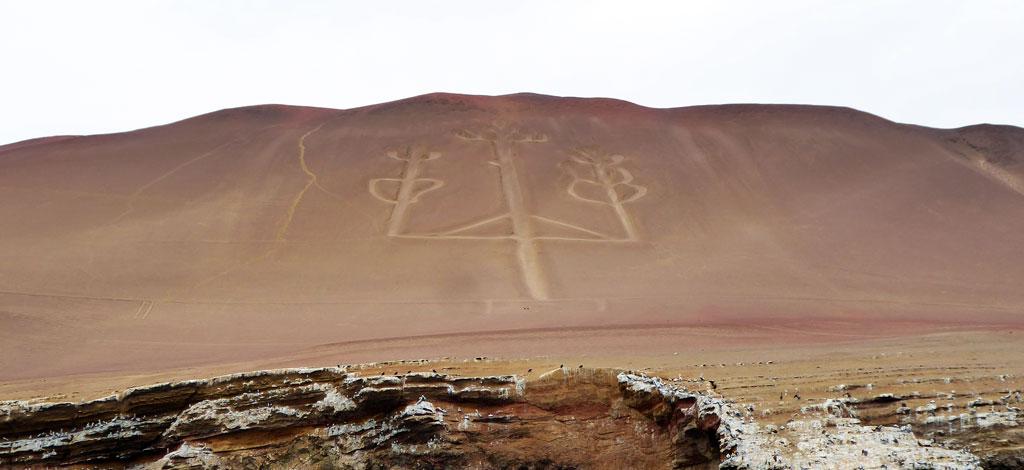 Famoso geoglifo en forma de tridente, conocido como el Candelabro